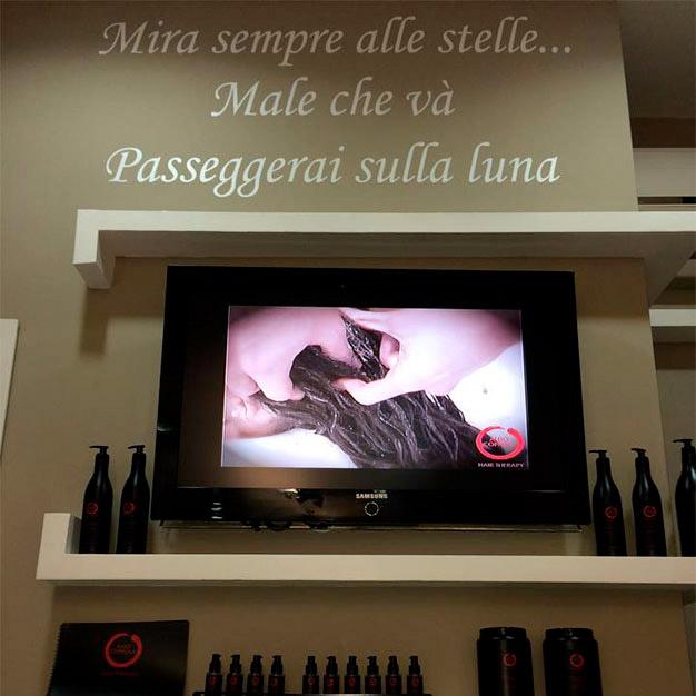 La citazione all'interno del salone di Gianni Pazzi